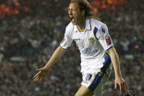 Becchio on a free – The Leeds fans reaction