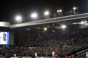 Elland Road lights up for goalless draw